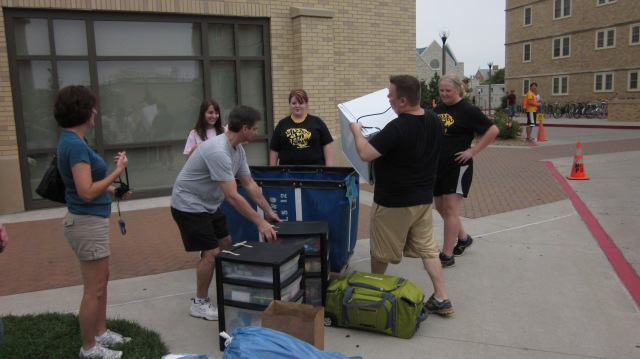 A group of Chi Alpha students and staff help move a new Freshman into the dorms